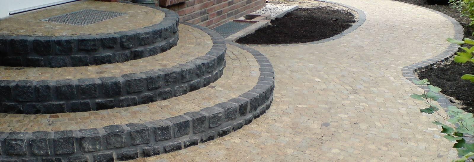 Treppenanlage-mit-Naturstein-Granit-Mosaik-Basalt-Kleinsteinpflaster-Berlin