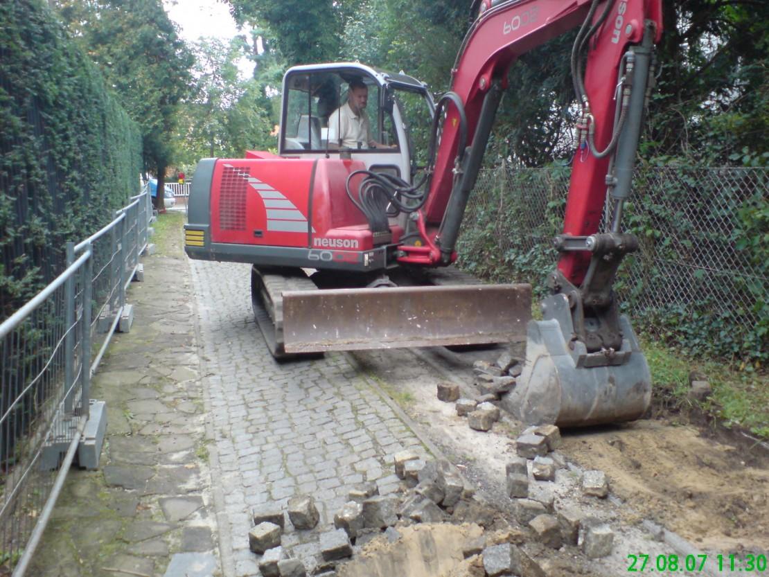 Granit Kleinsteinpflaster Zufahrtsstrasse grau in Passé