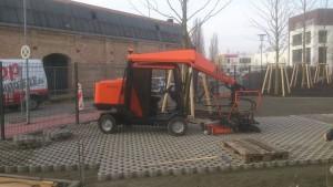 Erdarbeiten-Tragschicht-Betonrecycling-Rasengitter-Pflasterlegemaschiene
